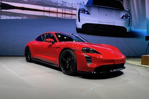 Podívejte se na Porsche Taycan. Nafotili jsme ho pro vás ve Frankfurtu