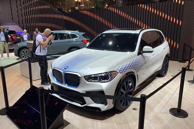 BMW se nechalo unést sílou vodíku a výsledkem je BMW i Hydrogen NEXT