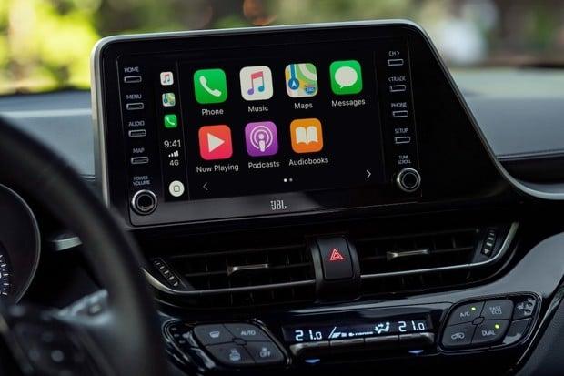 Už i Toyota nabízí CarPlay a Android Auto. Jako první na řadu přišlo C-HR