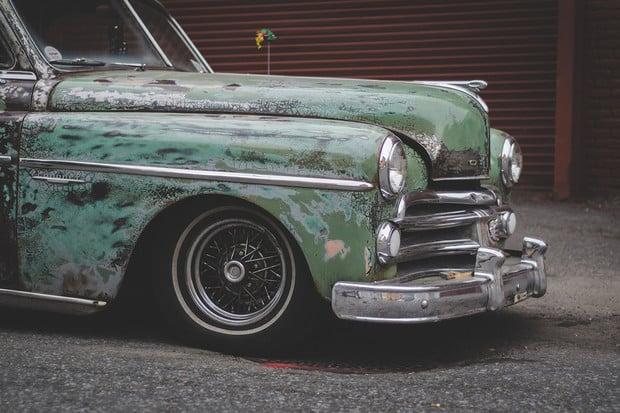 Firma se rozhodla předělávat klasická americká auta na EV. Ukazuje je na videu