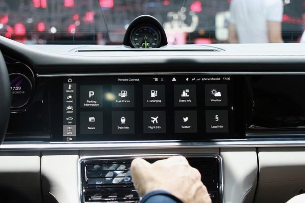 Porsche Panamera je nabitá technologií. Co vše umí?
