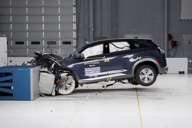 Jak si vedlo první vodíkové auto při testech organizace IIHS?