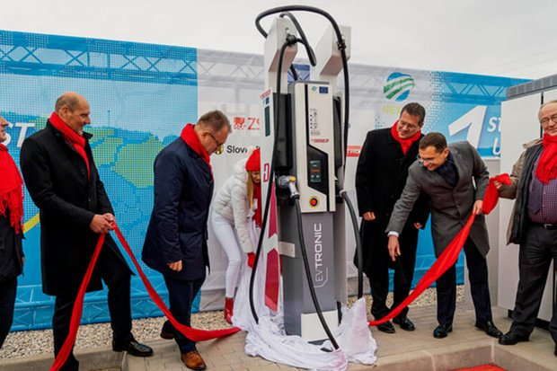 Slovensko má první dvě nabíjecí stanice s výkonem 350 kW. Kde je najdete?