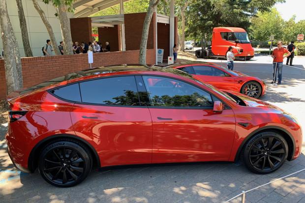 Tesla Model Y má velký kufr a zajímavě dělené sedačky