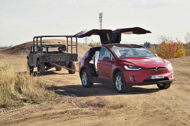 Benzin vs. elektřina: o čisté mobilitě s Ivanem Indráčkem a Lukášem Hatašem