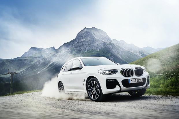 BMW X3 je plug-in hybrid. Na elektřinu ujede přes 40 kilometrů