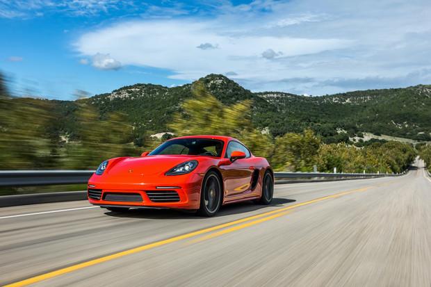 Porsche tvrdí, že fanoušci Tesly nyní přechází na nový Taycan