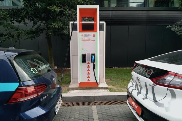 Jak nabíjí Hyundai Ioniq Electric na ultrarychlé nabíječce? Krásně rychle