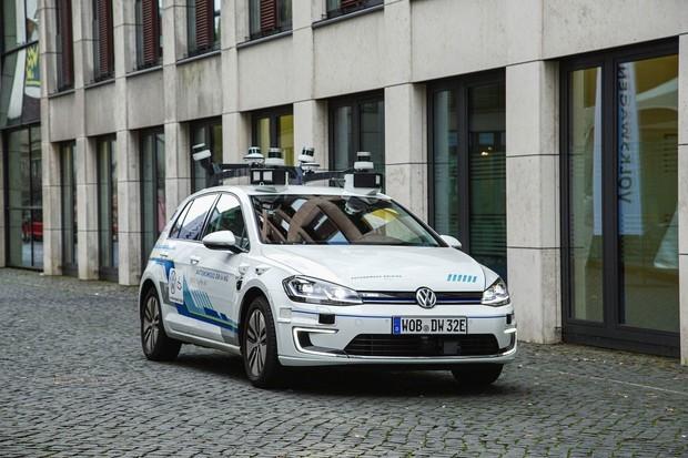 Volkswagen chce své autonomní auto na silnicích už v roce 2025