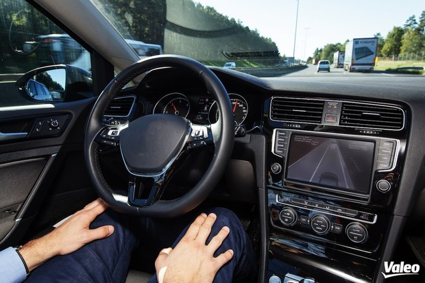 """Technologičtí giganti spojují síly. Cílem jsou """"Windows"""" pro autonomní auta"""