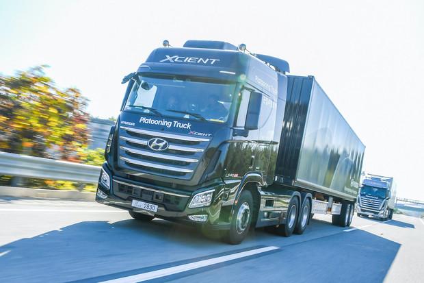 Hyundai úspěšně otestoval zkušební autonomní jízdu návěsových souprav v konvoji