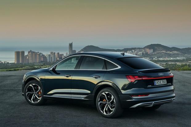 Audi e-tron dostalo stylovějšího sourozence. Hraje to hlavně na design