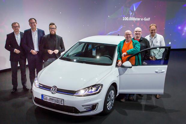 Volkswagen předal zákazníkovi jubilejní 100 000. e-Golf