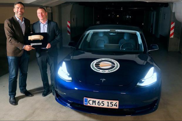 Poprvé po 52 letech se autem roku v Dánsku stal americký vůz. A rovnou elektromobil
