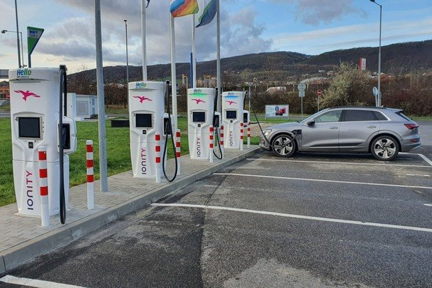 Jak nabíjet levněji na Ionity? Přinášíme přehled tarifů automobilek