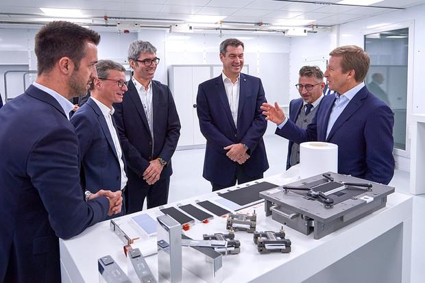 Podívali jsme do nového centra pro výzkum baterií BMW