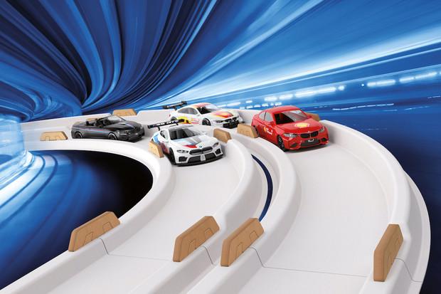 Shell nabízí závodní modely na autodráhu od BMW. Jezdí na slanou vodu