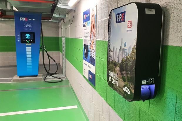 Na nabíjecích stanicích PREpoint se minulý rok spotřebovalo 210 MWh elektřiny