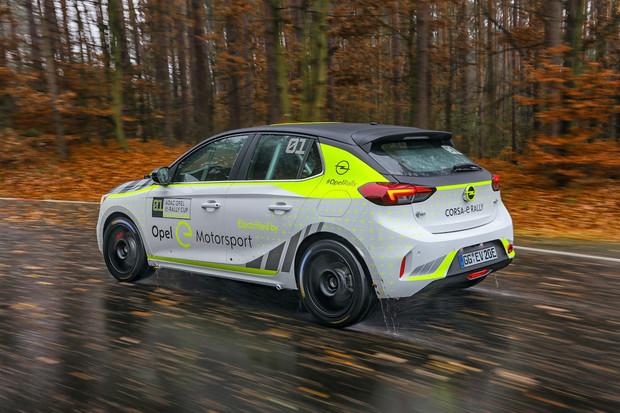 Opel pracuje na elektrickém speciálu pro rallye. Auto už testuje na svém okruhu