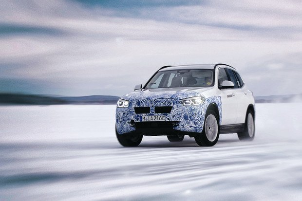 Stejný příběh jako u Mercedesu. Ani BMW nebude své elektrické SUV prodávat v USA