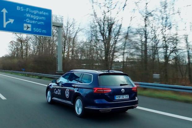 Volkswagen sbírá data na dálnici A39 v Německu. Cílem je lepší autonomní řízení