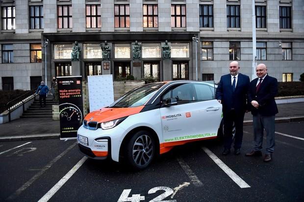 Ministerstvo zemědělství bude jezdit BMW i3. Auto má zapůjčené od ČEZu