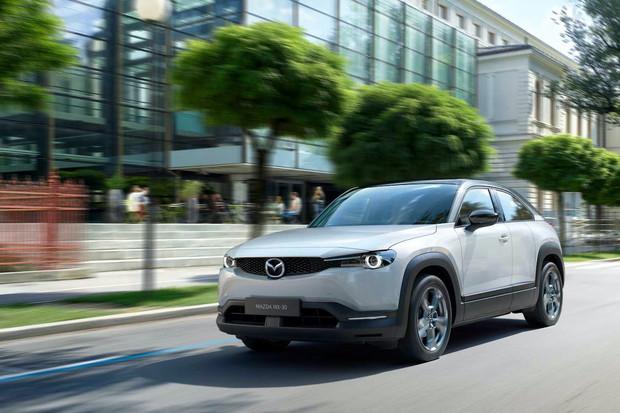 Mazda u svého elektromobilu omezí točivý moment. Jaké k tomu má vysvětlení?