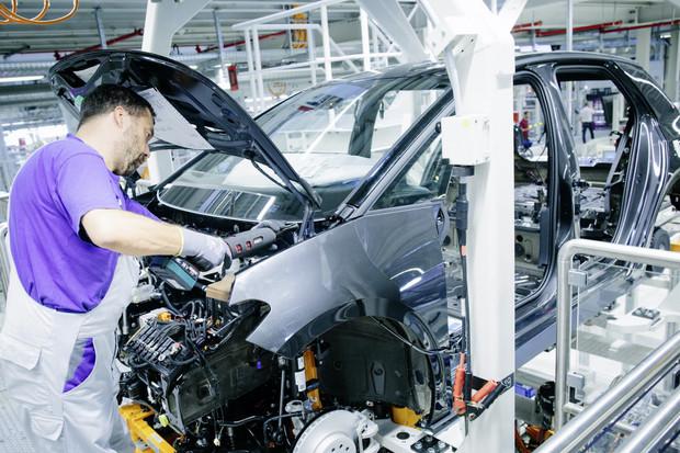 Volkswagen investuje 12 miliard do čínské společnosti vyrábějící baterie