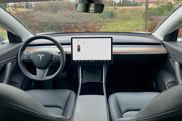 Tesla chce skenovat výmoly na silnici a vytvářet z nich vlastní mapu