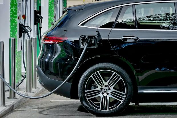 Jak je na tom Mercedes EQC s nabíjením na 50kW stanici?