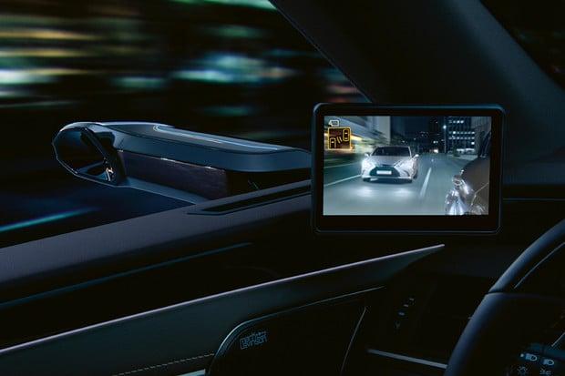 Lexus uvádí na evropský trh virtuální zrcátka. Prozatím pro model ES