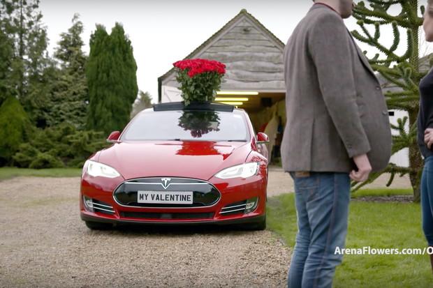 Pro netradiční valentýnské přání se dá využít i Tesla. Jak?