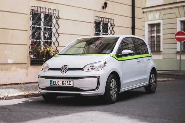 E-carsharingová služba GreenGo dnes vstupuje do Prahy se stovkou VW e-up!