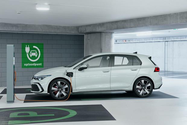 Volkswagen ukázal Golf GTE. Má stejnou techniku jako Octavia RS iV a míří do Ženevy