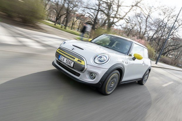 Nový elektromobil MINI Cooper SE přijíždí na český trh