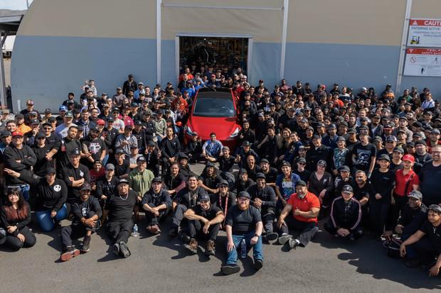 Tesla slaví! Už vyrobila jeden milion aut