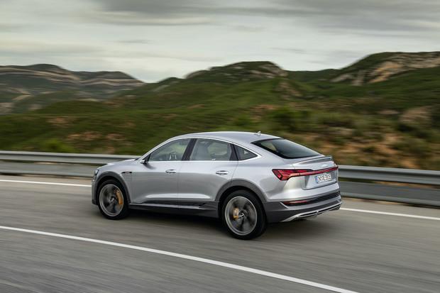 Stylovější Audi e-tron Sportback má české ceny. Kolik činí příplatek za krásu?
