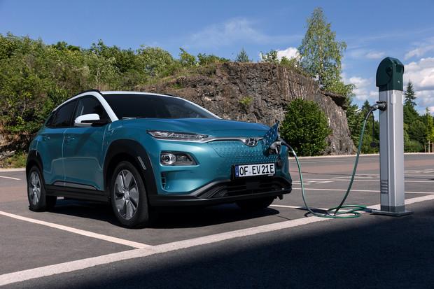 Kona Electric má o 8 procent delší dojezd. Nově atakuje 490 kilometrů