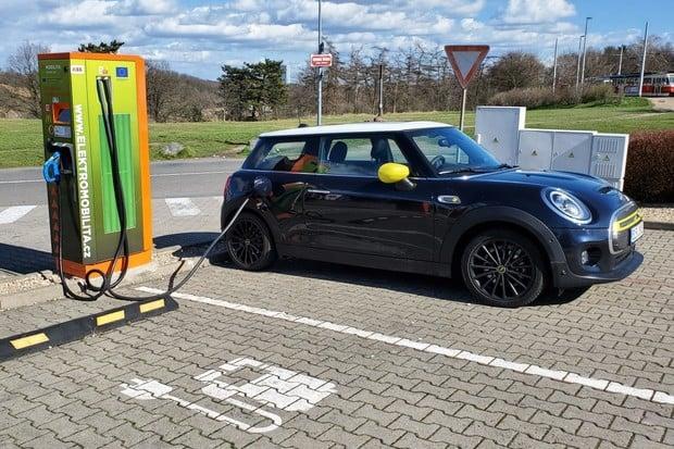 Do roku 2030 má být v ČR půl milionu elektromobilů i 870 vodíkových autobusů