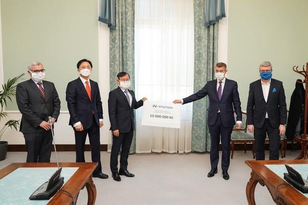 Hyundai v ČR podpoří boj s koronavirem. Daruje 10 milionů Kč a 20 000 respirátorů