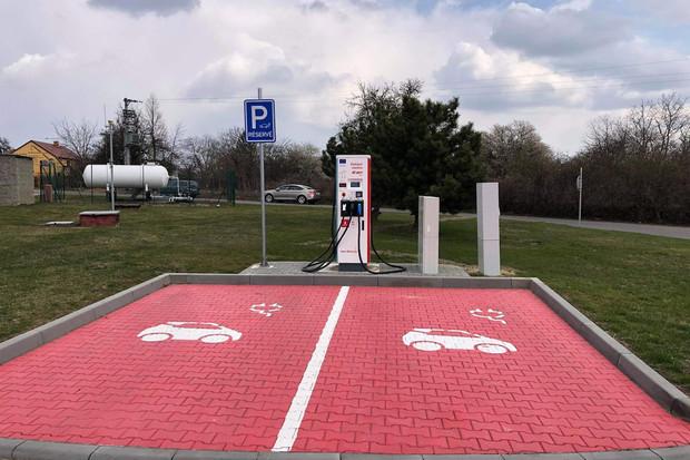 Nová nabíjecí stanice E.ONu se nachází kousek od Vyškova