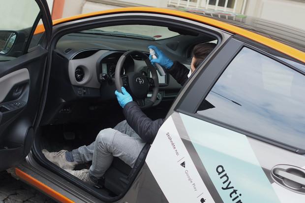 AnyTime dezinfikuje svá auta několikrát týdně a poskytuje vozy dobrovolníkům