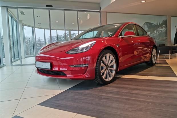 Tesla snížila ceny Modelu 3 na některých evropských trzích, v Česku zatím ne