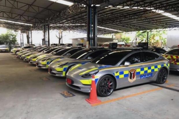 Hned sedm kusů Tesly Model 3 v policejních barvách bude jezdit v Thajsku