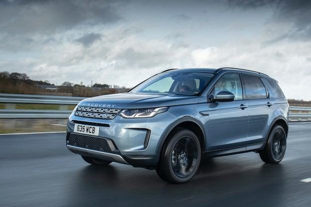 Nové plug-in hybridní modely od Land Roveru sázejí na tříválce a 15kWh baterie
