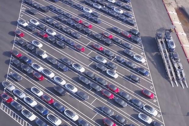 Tesla aktualizovala dodací lhůty po obnovení produkce ve Fremontu