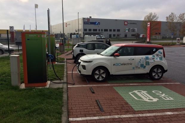Evropská komise chce podpořit elektromobily, zvažuje odpuštění DPH