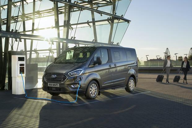 Fordy Transit/Tourneo PHEV jsou spíše elektromobily s prodlouženým dojezdem