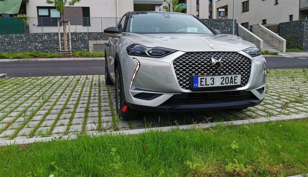Řídili jsme nový elektromobil DS3 Crossback E-Tense. Jaký je?