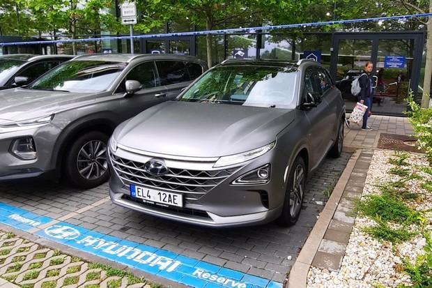 První vodíkové auto dostalo české značky, přestože tu není plnicí stanice